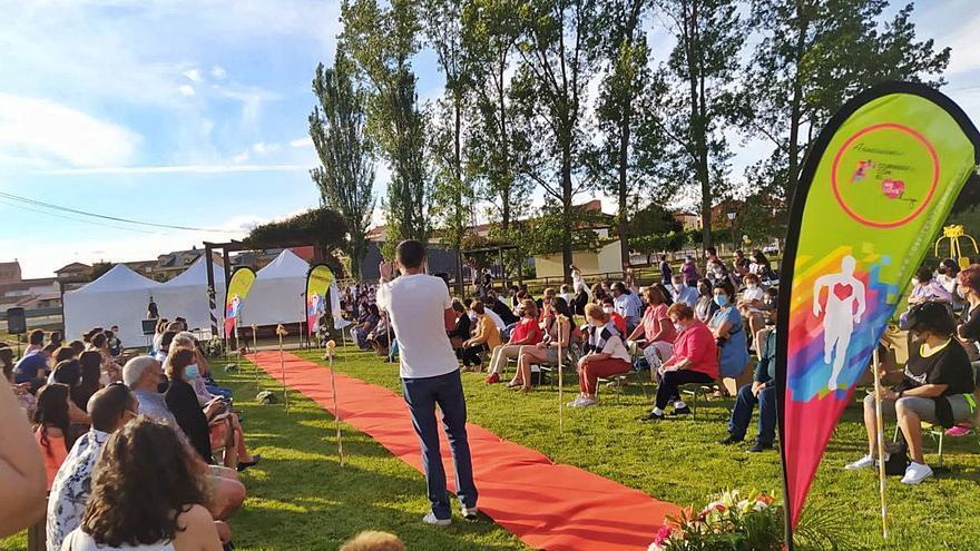 San Pedro de Ceque acoge un desfile benéfico de moda infantil