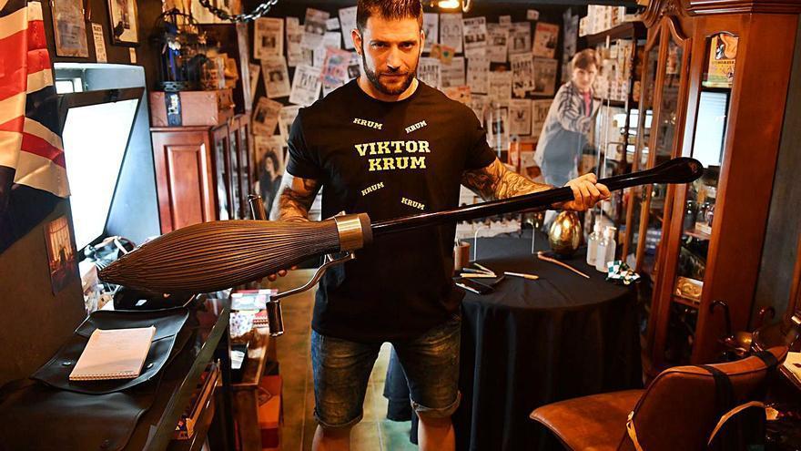 Un actor de la saga Harry Potter visita 'la tienda que no debe ser nombrada' en A Coruña