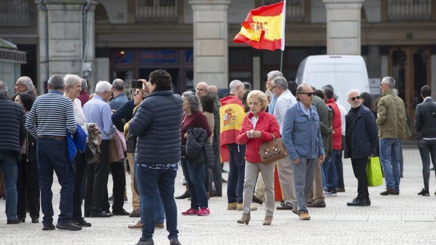 Feijóo se une a Francisco Vázquez para reivindicar la Constitución