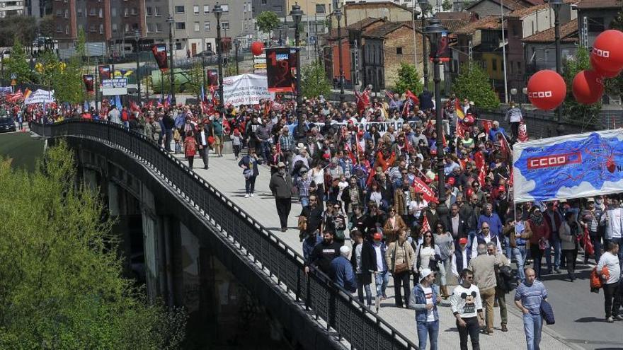 """Los sindicatos advierten de un """"conflicto contundente"""" si los salarios no suben"""