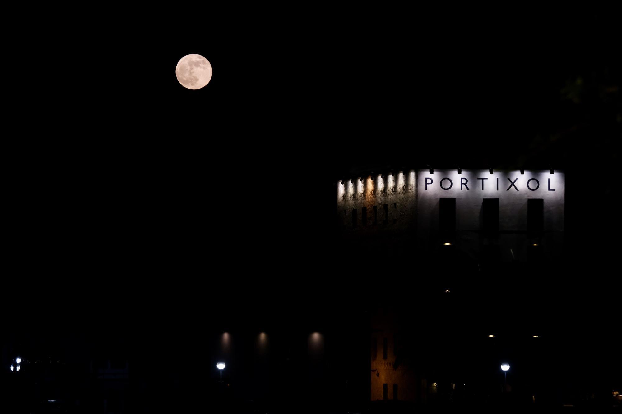 Así se ha visto la superluna de sangra sobre Mallorca