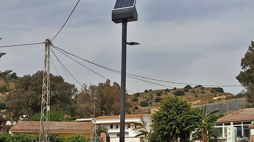 Málaga quiere llevar con fondos europeos las farolas solares a todos los diseminados de la ciudad