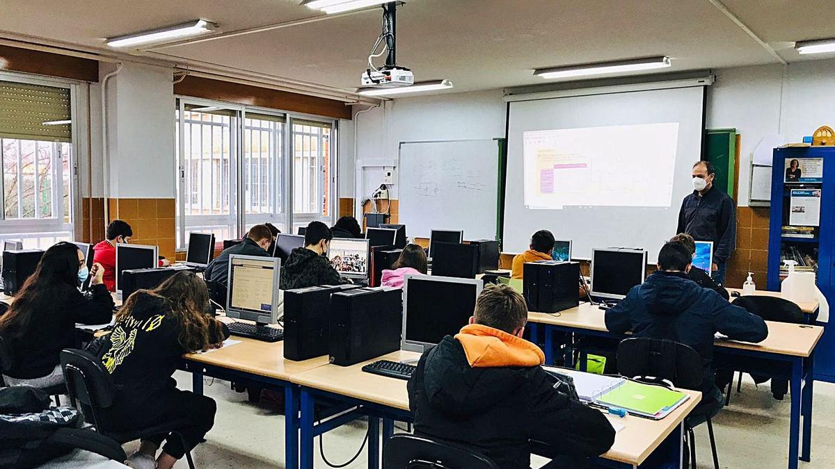 Alumnos del IES Los Sauces durante uno de los talleres virtuales. | I. F.
