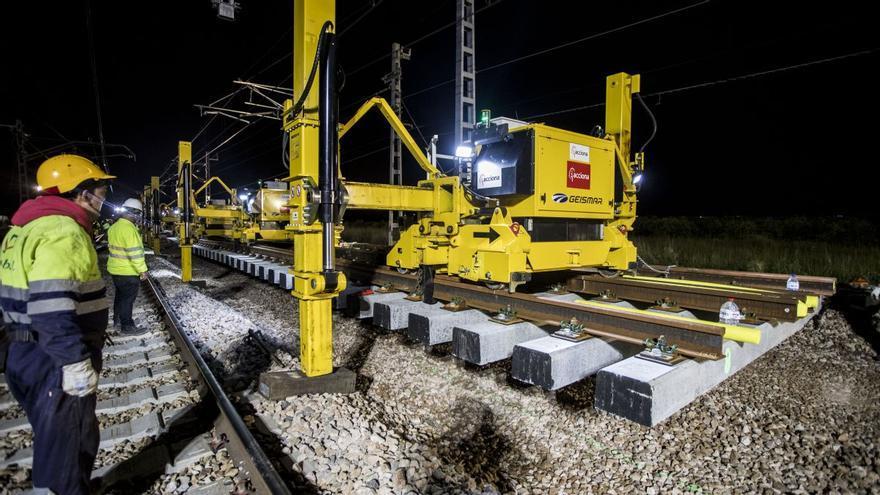 Adif inicia obras para el tercer carril del Corredor Mediterráneo en la estación de Burriana
