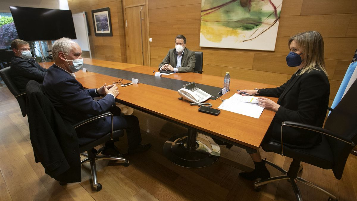 Reunión entre la conselleira y el alcalde