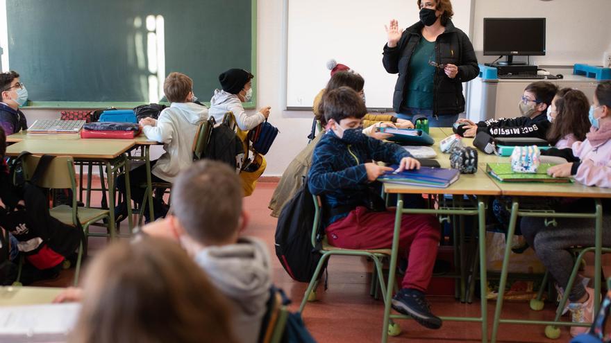 Canarias cuenta con siete grupos educativos confinados por Covid