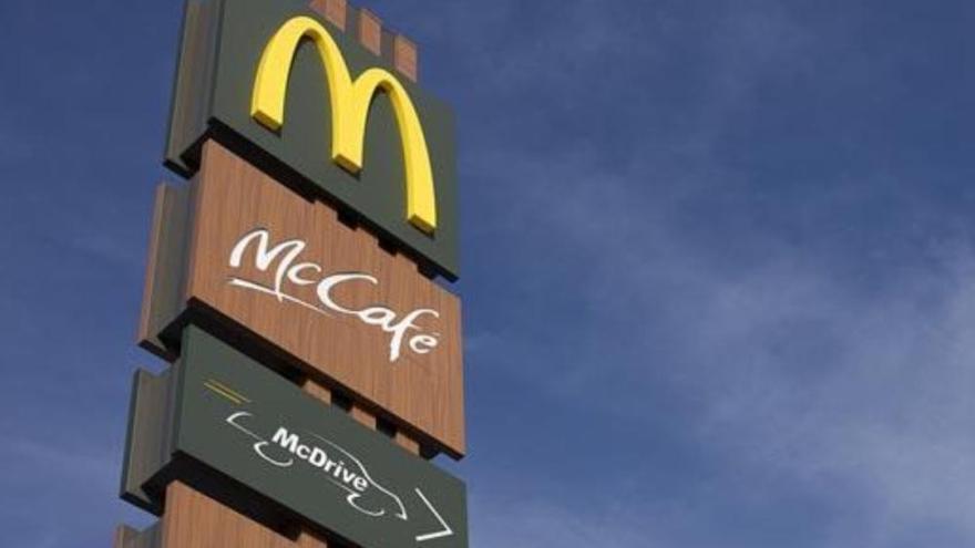 Confunden la cola en un McDonalds de Canarias con un botellón