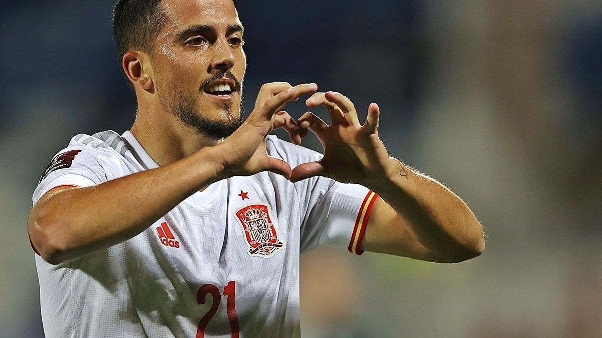 Pablo Fornals celebra el primer tanto de la selección en Pristina. | EFE / VALDRIN SHEMAJ