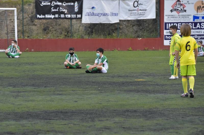 Pedro Hidalgo-Barrio Atlántico (benjamines), sentada contra las mascarillas