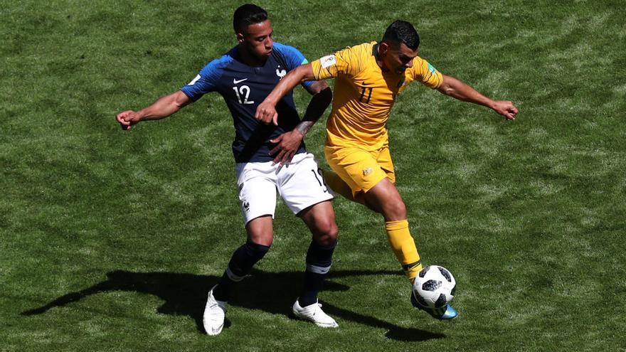 Francia sufre para ganar a Australia en su estreno