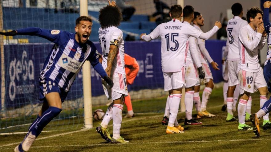 El Alcoyano hace historia y elimina al Real Madrid de la Copa del Rey (2-1)