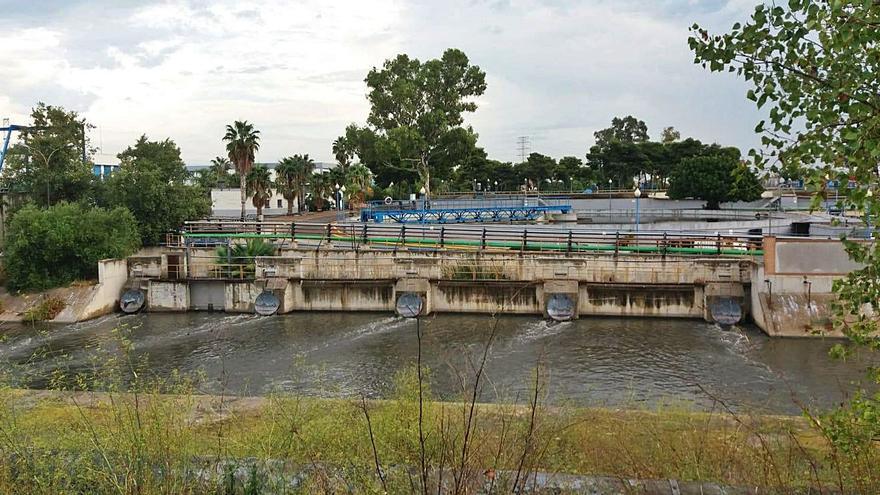 La depuradora de Pinedo alivia aguas fecales 7 veces en un mes