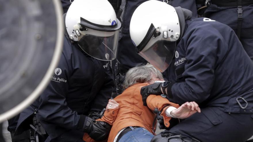 Al menos 488 detenidos en las protestas por las restricciones del coronavirus en Bruselas