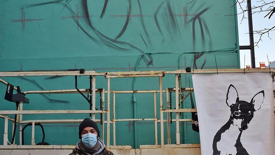 A Lugones le sienta bien el grafiti