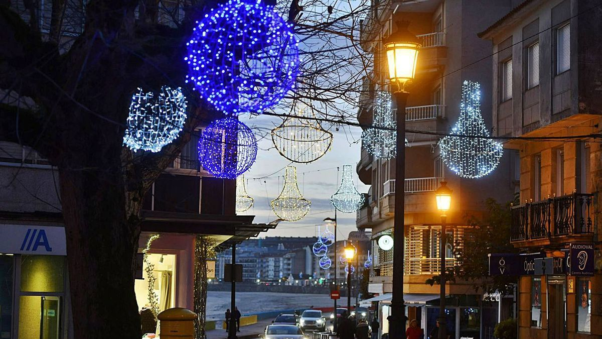 Iluminación de Navidad en Sanxenxo el pasado año. |   // G.S.