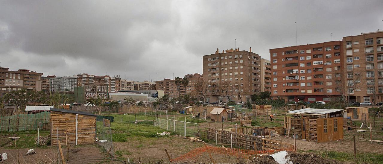 Huertos y construcciones precarias en los terrenos del PAI de Benimaclet. | F.B.