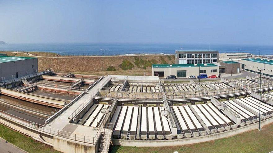 El Concello aplaza la inversión para evitar que entre agua de mar en la depuradora de Bens