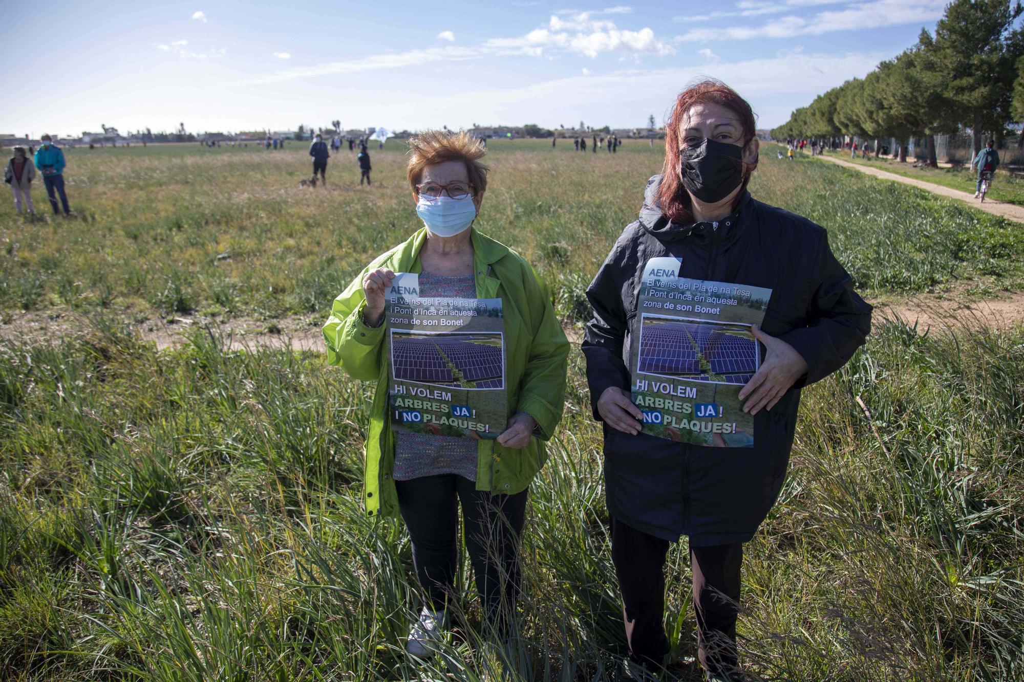 Caminata vecinal en protesta por el parque fotovoltaico en Son Bonet