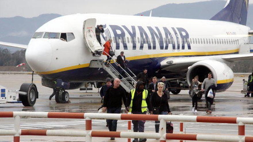 Ryanair amenaça de tancar la base a l'aeroport de Girona, segons els sindicats