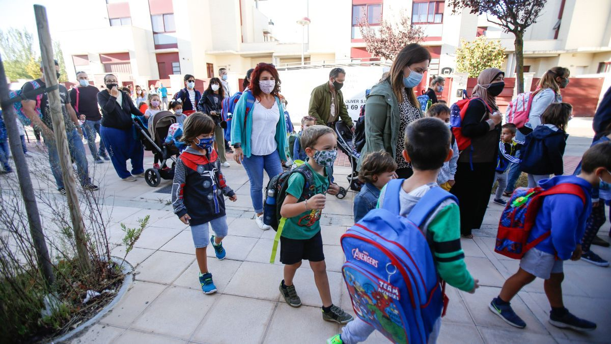 Niños entrando al colegio este curso, en Zaragoza