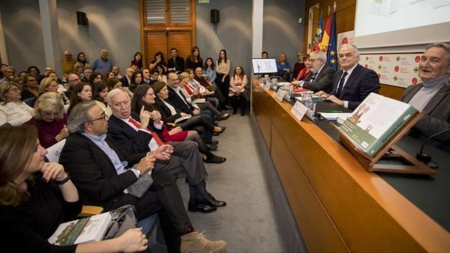 Dirigentes políticos arropan a Esteban González Pons