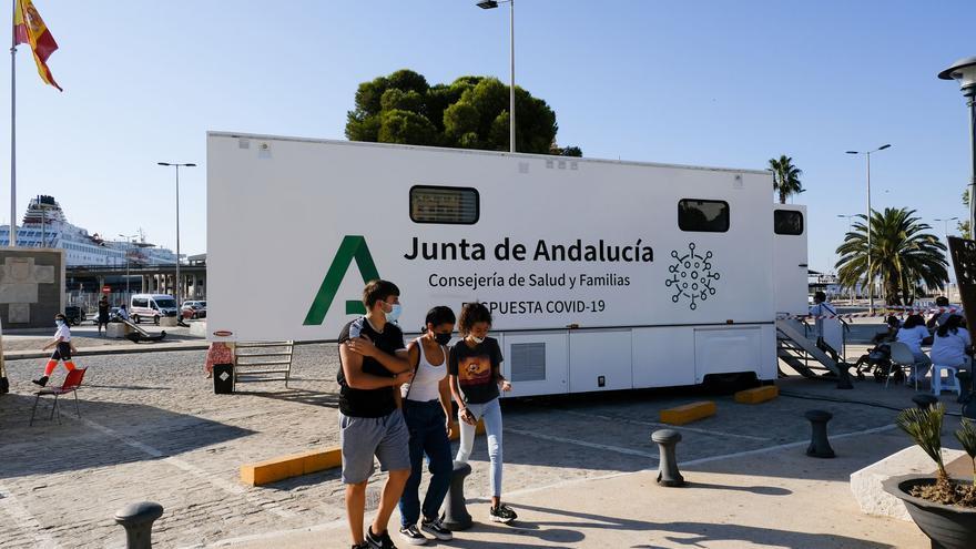 Bajan los hospitalizados con covid en Málaga, que mantiene la tendencia a la baja de contagios