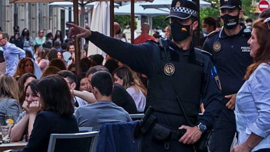 Las fiestas en casas en Alicante caen a la mitad al concluir el estado de alarma