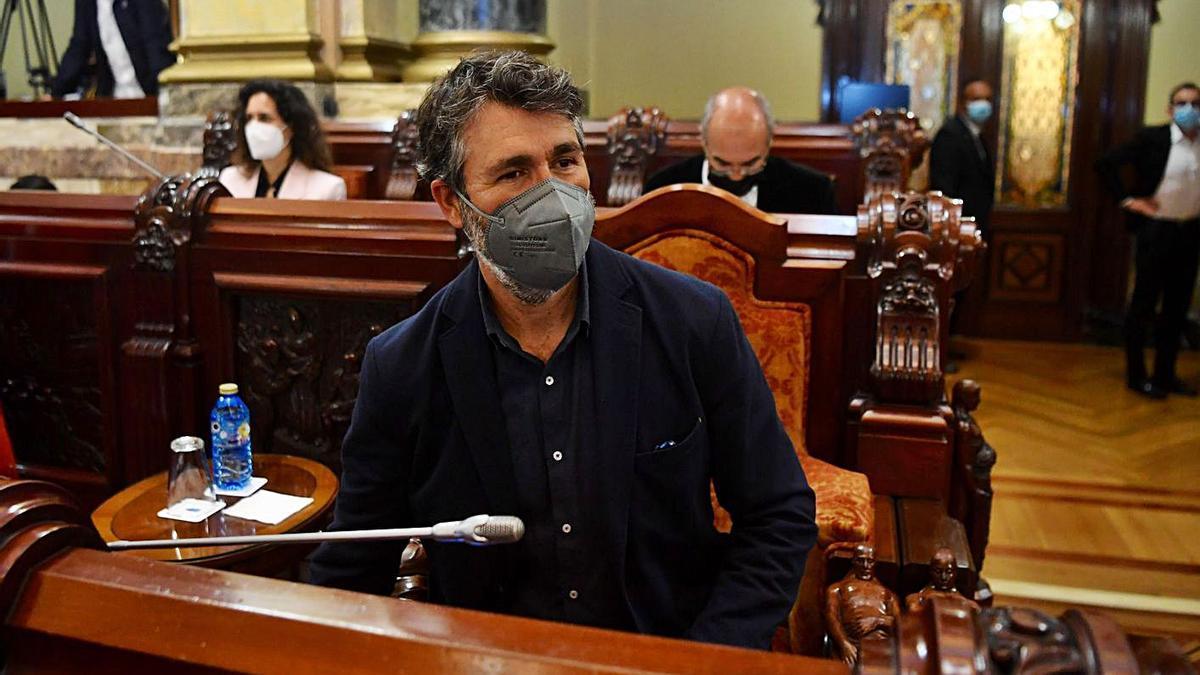 El concejal de Urbanismo y Movilidad, Juan Díaz Villoslada, durante el pleno de ayer. |   // CARLOS PARDELLAS
