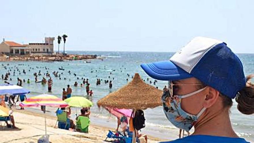 El contrato para 150 controladores de playa y paseos de Torrevieja se complica