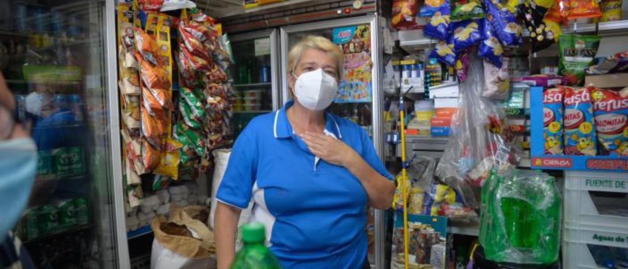 Guillermina Quintana en su bazar charcutería de El Batán. | | JOSÉ CARLOS GUERRA