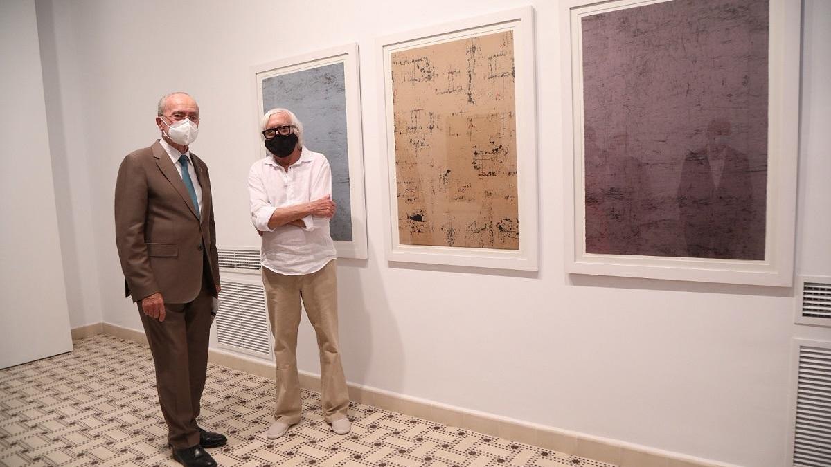 El alcalde, Francisco de la Torre, y Enrique Brinkmann, en la inauguración de la muestra.