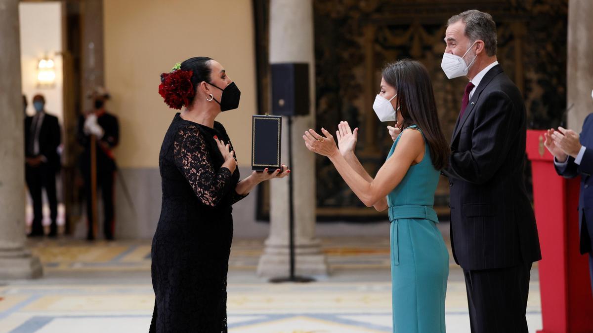 Los Reyes entregan la Medalla de Oro al Mérito en las Bellas Artes a la actriz mallorquina Rossy de Palma.