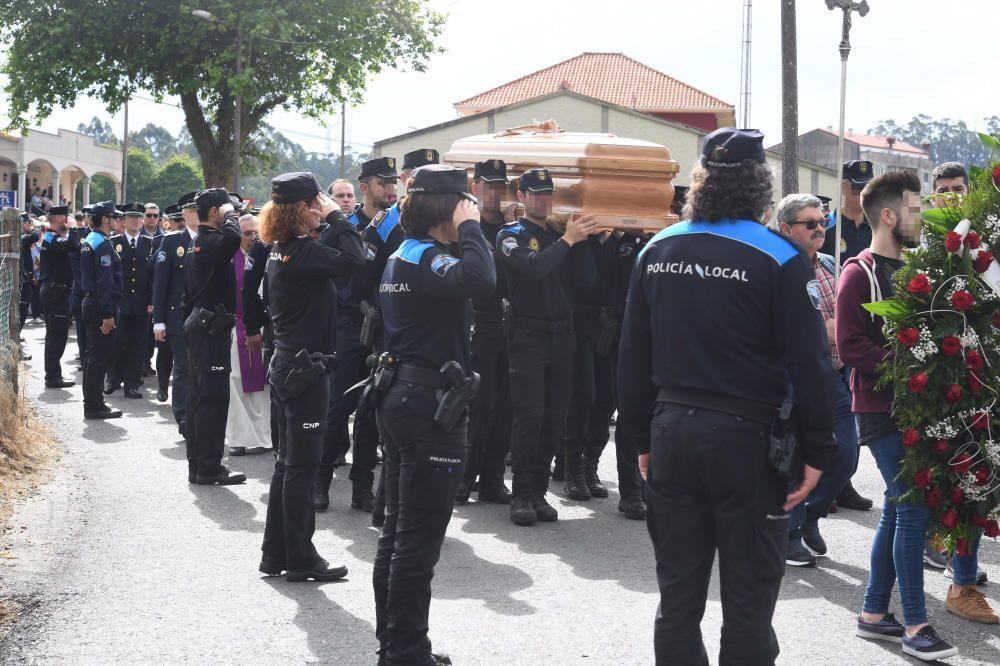 Entierro del policía atropellado en Carballo
