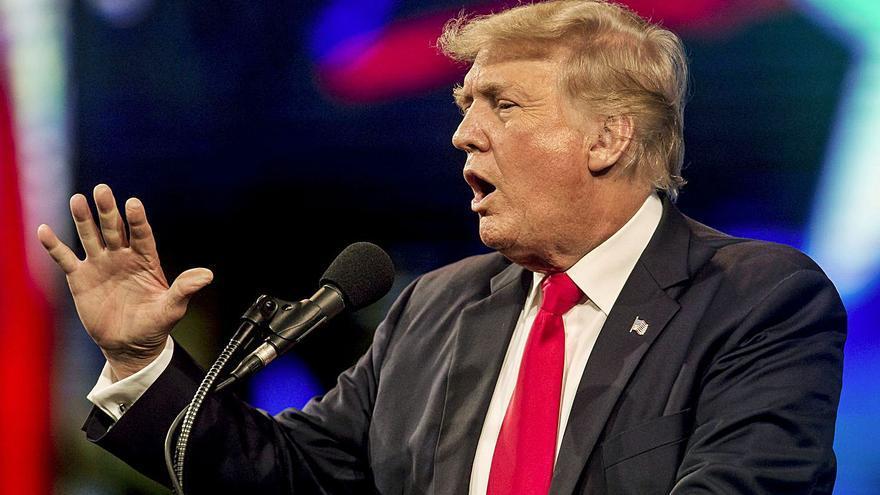 Set policies del Capitoli denuncien Trump per l'assalt del 6 de gener