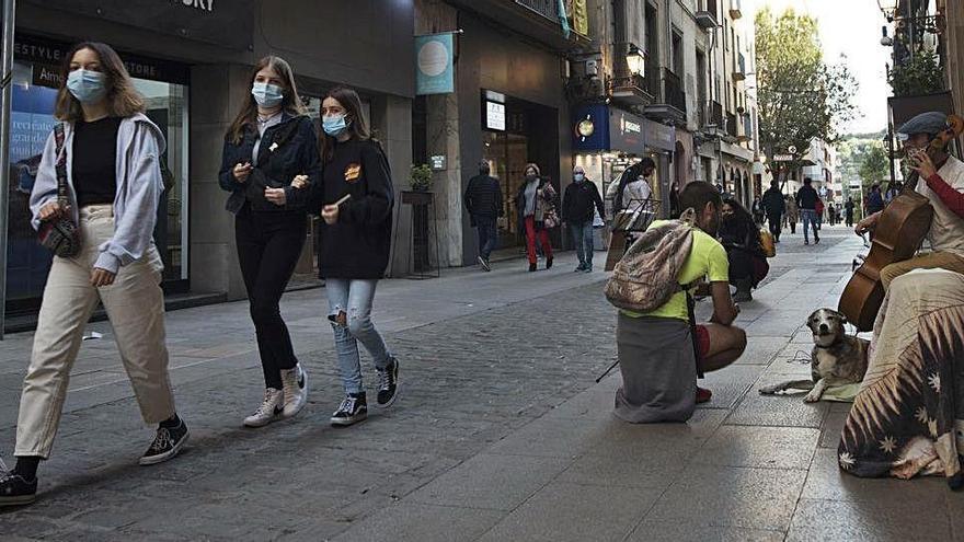 La ciutadania ocupa el carrer en un dissabte sense festa