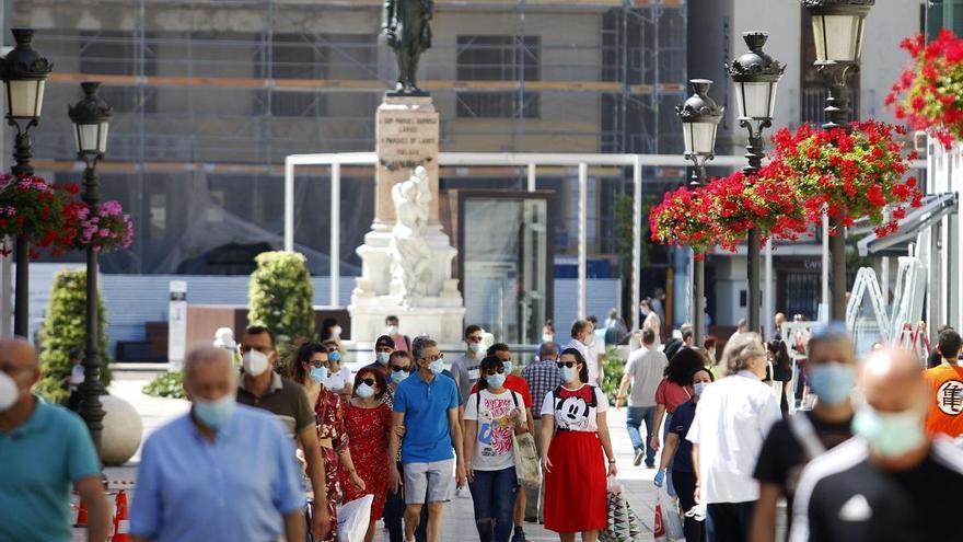 Málaga capital supera la tasa del millar de casos y deberá cerrar la actividad no esencial