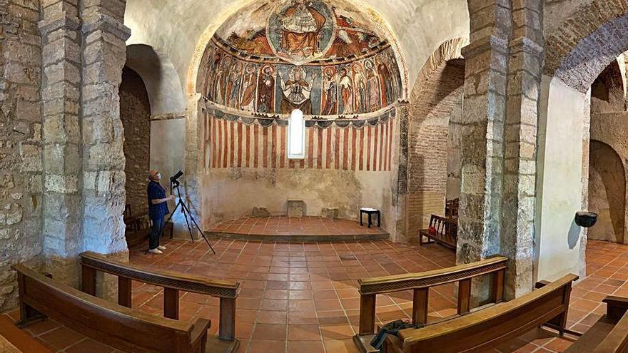 Las pinturas murales de la Ermita  de Cabañas recuperan su colorido