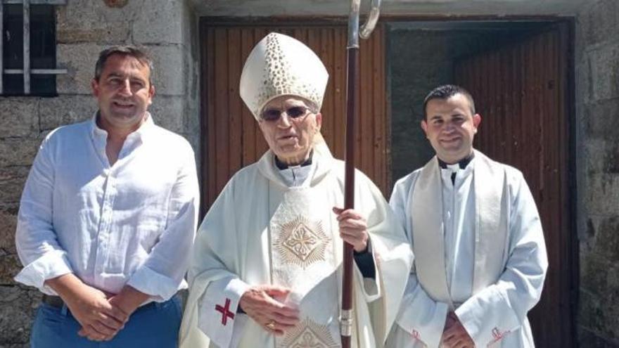 El cardenal Rouco Varela festeja la Asunción en Forcarei