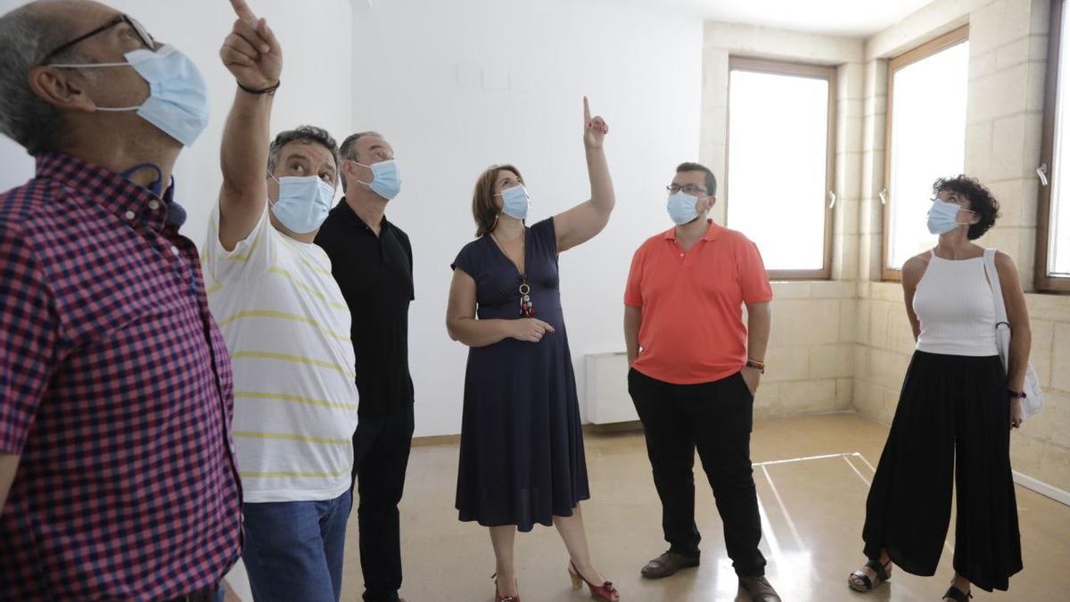 Eva Contador visita el edificio.