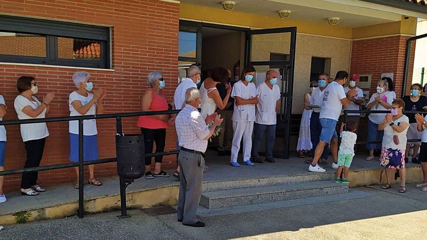 Fuentes de Ropel, Valdescorriel y San Miguel del Valle rinden un homenaje a los sanitarios