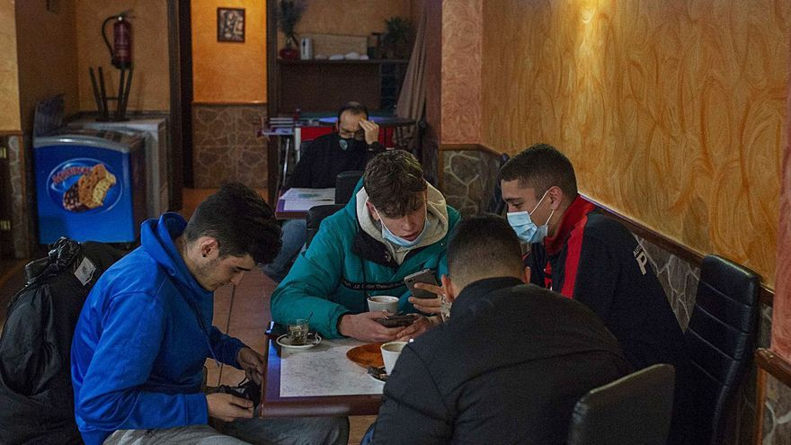 La hostelería reactiva la vida social en Verín, Coles y Amoeiro a las puertas del puente