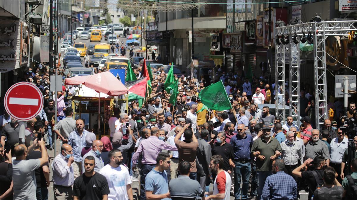 Una manifestación de protesta ante la escalada de violencia