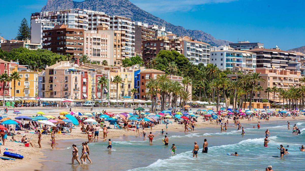Fallece una mujer ahogada en la playa de La Vila.