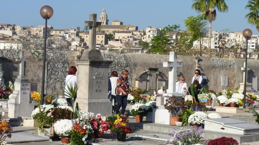 Los cementerios de Mallorca limitan aforos y cancelan actos religiosos por Tots Sants