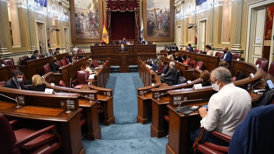 Canarias aprueba un presupuesto para 2021 marcado por la incertidumbre