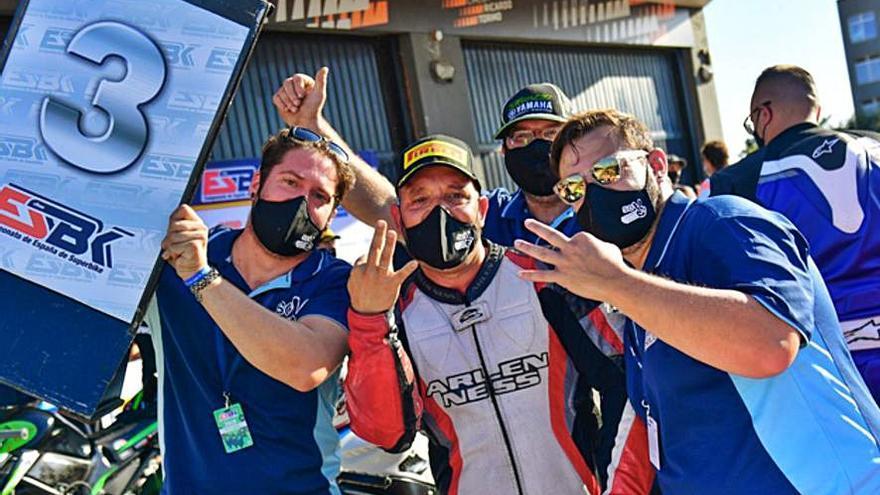 El piloto benaventano Carlos Blanco sube al podium del Handy ESBK