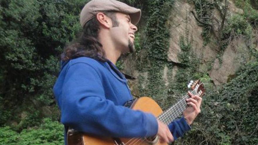 El Café d´Espacio acoge un recital del joven músico grancanario Josué Kaminio