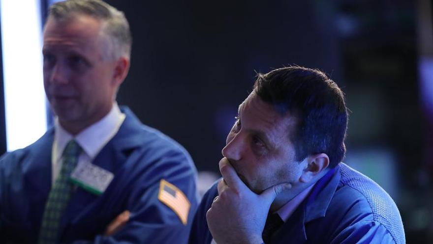 Wall Street sufre la mayor pérdida de puntos de su historia y arrastra a Tokio