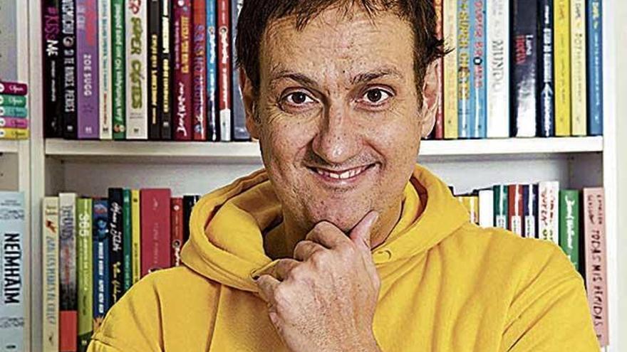"""Albert Espinosa: """"No creo en las redes sociales y sí en mirarse  y vivir con  una sonrisa"""""""