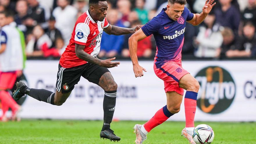 El Atlético cae ante el Feyenoord en un duelo marcado por la agresión y expulsión de Carrasco